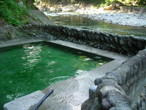 河原に作られた露天風呂